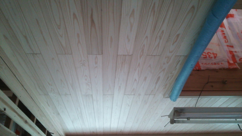 杉白小幅板天井仕上げの画像