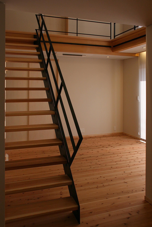 鉄と杉で作ったオープン階段の画像