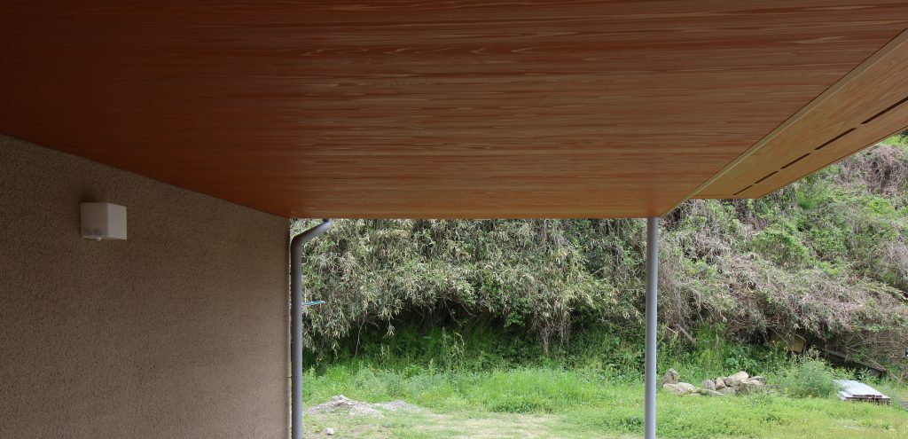 杉上小材羽目板に塗装をほどこした軒天